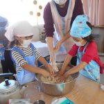 豆腐と白玉粉と水を混ぜてコネコネ・・